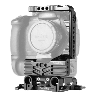 SmallRig_Halbkaefig_Kit_fuer_Panasonic_Lumix_GH5_mit_Batteriegriff_2024_front_a.png