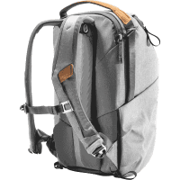 Everyday_Backpack_20L_v2_ash_BEDB_20_AS_2_traeger_offen_a.png