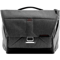 Peak Design Everyday Messenger Charcoal 13 Zoll