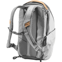 Everyday_Backpack_Fotorucksack_20L_v2_ZIP_ash_BEDZ_20_AS_2_traeger_offen_a.png