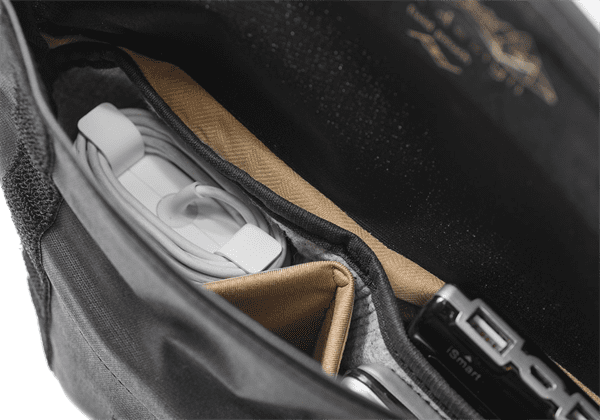 Peak_Design_BP_BK_1_Field_Pouch_black_Zubehoertasche_detail.png