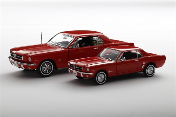 Welly_1964_12_Ford_Mustang_rot_beide_1.jpg